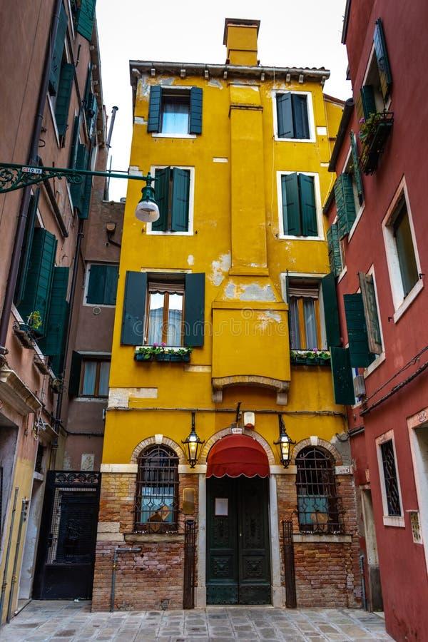 Όμορφη πίσω αυλή στη Βενετία, Ιταλία στοκ εικόνα