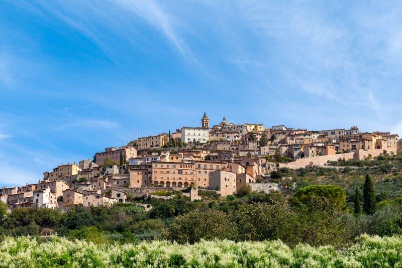 Όμορφη πανοραμική άποψη του μεσαιωνικού πόλης TREVI λόφων TREVI στοκ φωτογραφία με δικαίωμα ελεύθερης χρήσης