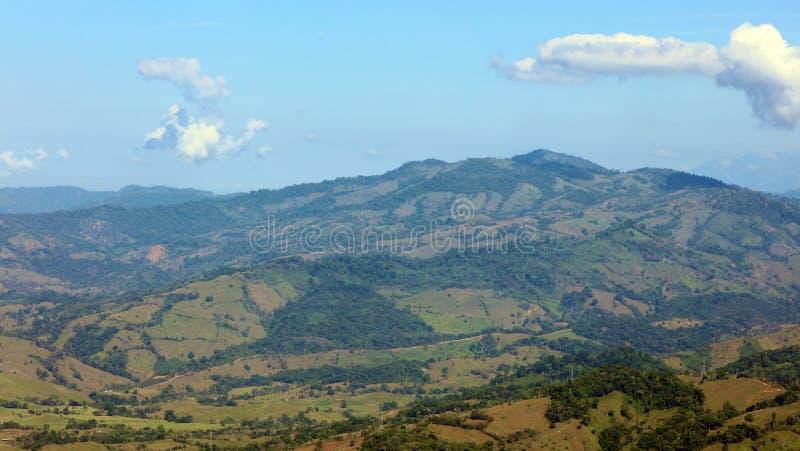 Όμορφη πανοραμική άποψη των βουνών στη Κόστα Ρίκα με την πράσινη ζούγκλα στοκ φωτογραφία με δικαίωμα ελεύθερης χρήσης