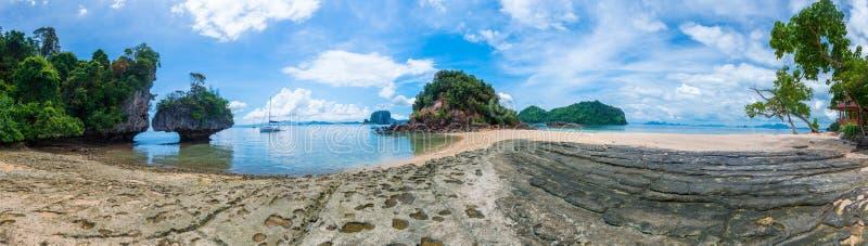 Όμορφη πανοραμική φωτογραφία του θαυμάσιου τοπίου της Ταϊλάνδης στοκ εικόνες