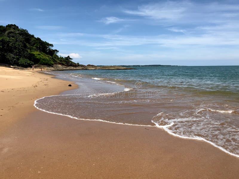 Όμορφη παραλία στο βραζιλιάνο νοτιοδυτικό σημείο στοκ εικόνα