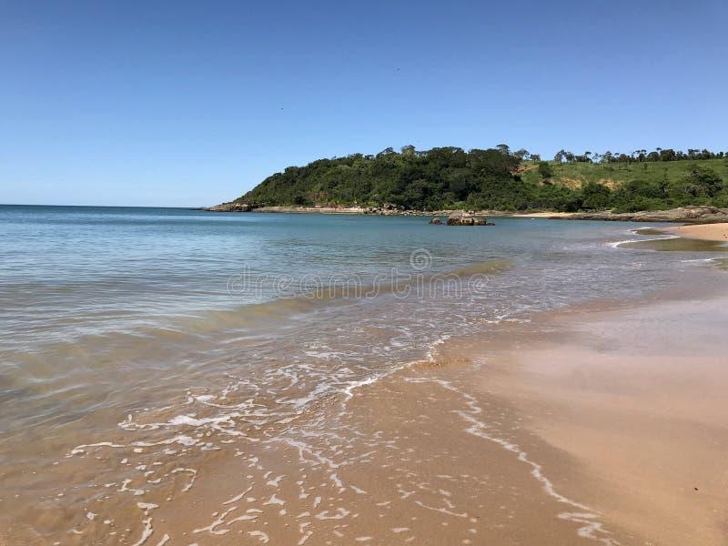 Όμορφη παραλία στο βραζιλιάνο νοτιοδυτικό σημείο στοκ φωτογραφία με δικαίωμα ελεύθερης χρήσης