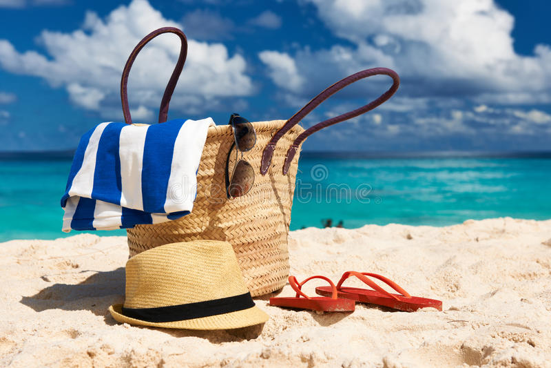 Όμορφη παραλία με την τσάντα στις Σεϋχέλλες στοκ εικόνα με δικαίωμα ελεύθερης χρήσης