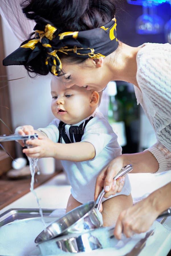 όμορφη πλύση οδηγιών μωρών στοκ εικόνα
