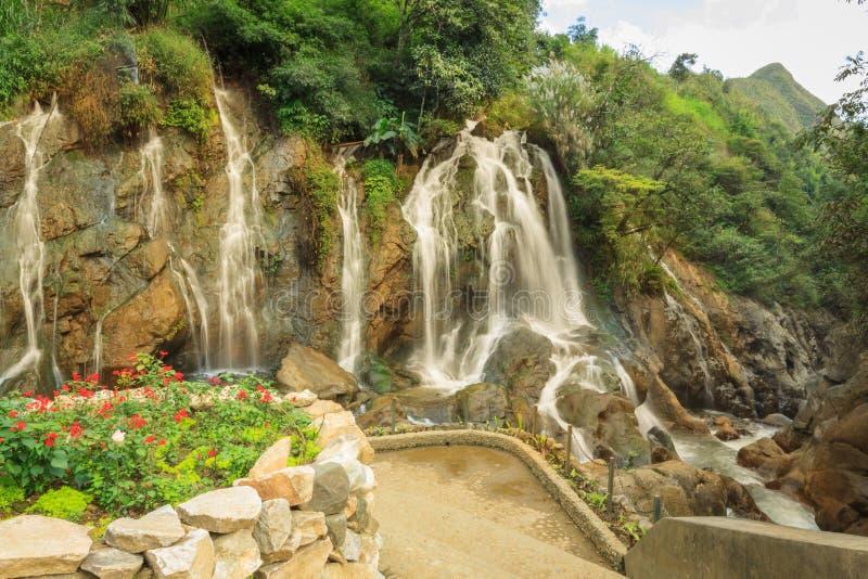 Όμορφη πτώση νερού Tien Sa σε SAPA, Βιετνάμ στοκ φωτογραφία με δικαίωμα ελεύθερης χρήσης