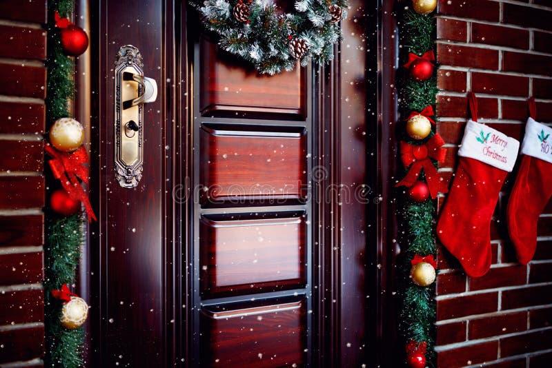 Όμορφη πόρτα Χριστουγέννων στοκ φωτογραφίες