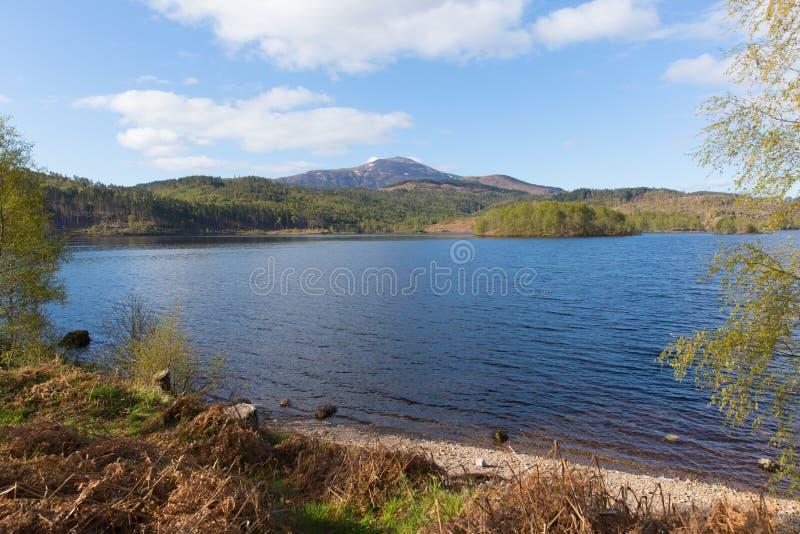Όμορφη σκωτσέζικη λίμνη του Garry Σκωτία UK λιμνών δυτικά Invergarry στο A87 νότο του οχυρού Augustus στοκ φωτογραφία με δικαίωμα ελεύθερης χρήσης
