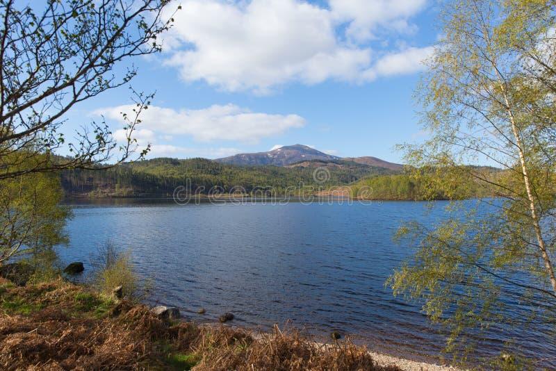 Όμορφη σκωτσέζικη λίμνη του Garry Σκωτία UK λιμνών δυτικά Invergarry στο A87 νότο του οχυρού Augustus και βόρεια του οχυρού Willi στοκ φωτογραφίες