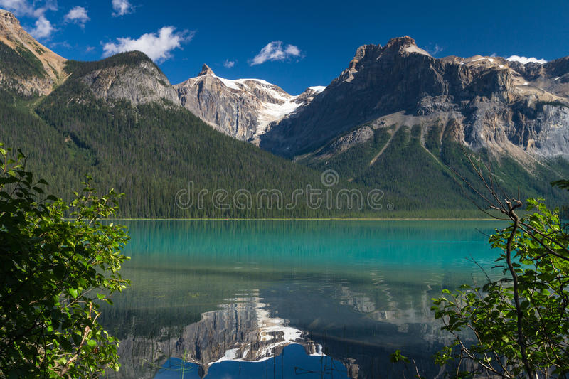 Όμορφη σμαραγδένια λίμνη στοκ εικόνες