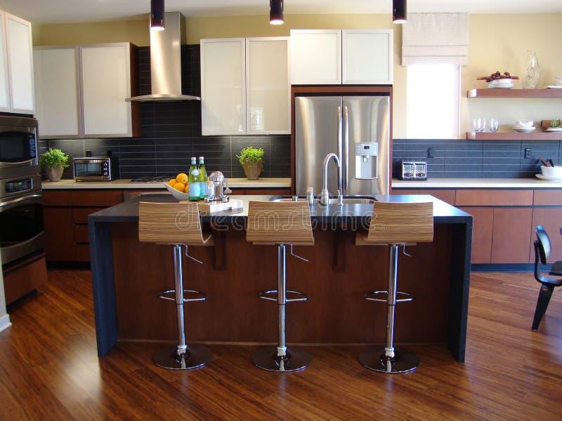 Όμορφη σύγχρονη κουζίνα στοκ εικόνες