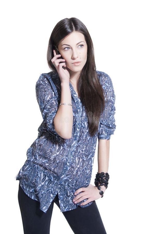 όμορφη τηλεφωνική ομιλία brunet στοκ φωτογραφία με δικαίωμα ελεύθερης χρήσης