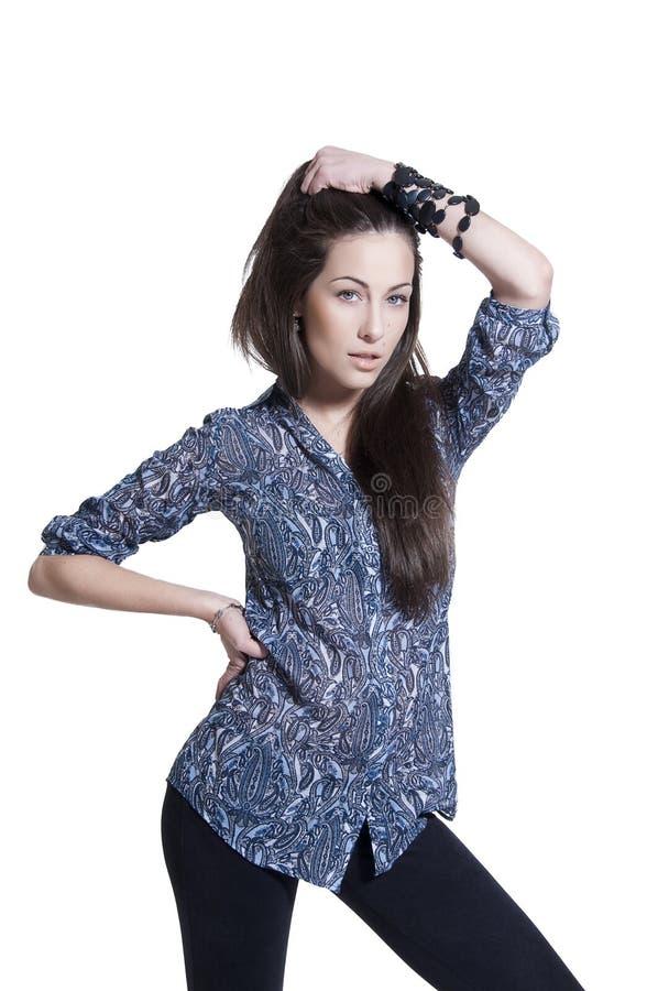 όμορφη τοποθέτηση brunette στοκ εικόνα
