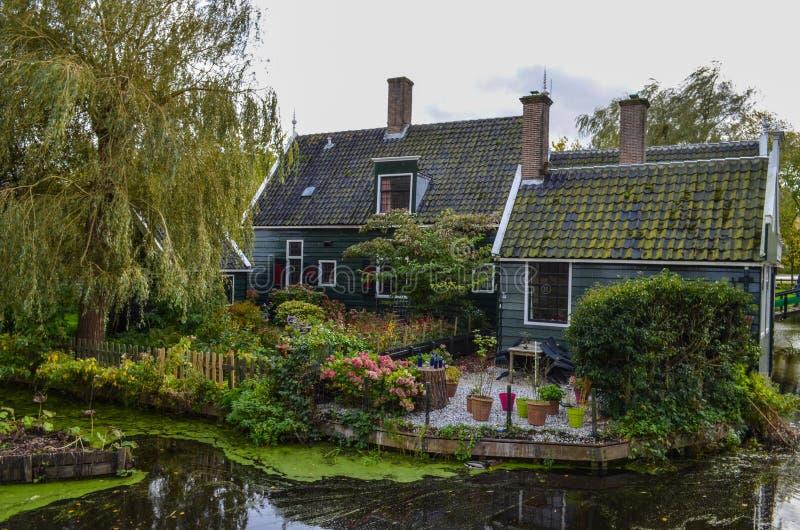 Όμορφη του χωριού κλήση Zaanse Schans κοντά στο Άμστερνταμ στις Κάτω Χώρες στοκ φωτογραφίες με δικαίωμα ελεύθερης χρήσης