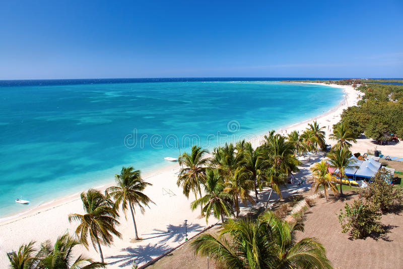 Όμορφη τροπική παραλία στο νησί Καραϊβικής στοκ φωτογραφία με δικαίωμα ελεύθερης χρήσης