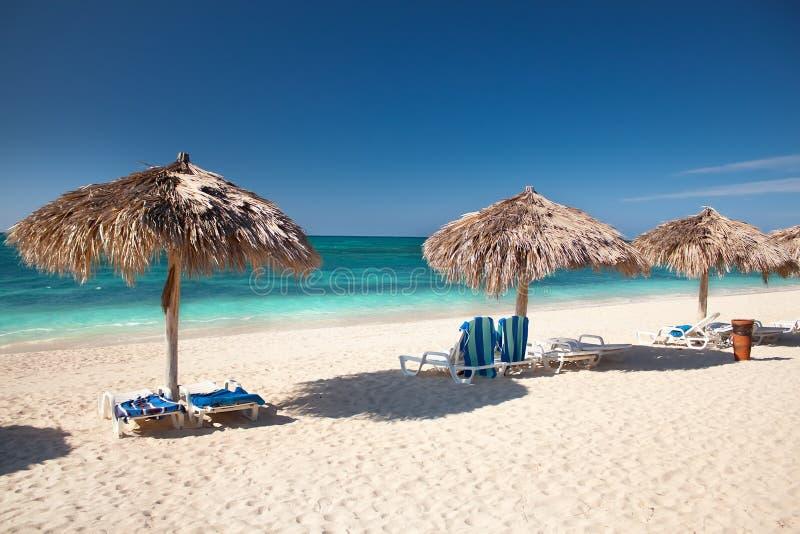 Όμορφη τροπική παραλία στο νησί Καραϊβικής στοκ εικόνες με δικαίωμα ελεύθερης χρήσης