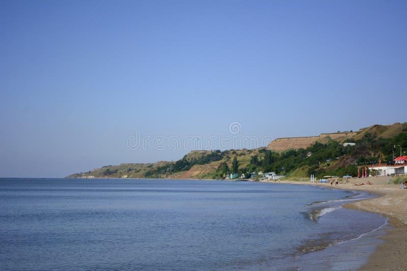 Όμορφη τροπική παραλία με μια αμμώδη παραλία Θερινή ανασκόπηση ημέρα ηλιόλουστη καλή διάθεση Παράδεισος παραλιών στις ακτές της π στοκ φωτογραφίες με δικαίωμα ελεύθερης χρήσης