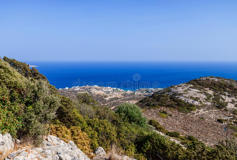 Όμορφη φύση του νησιού Antiparos της Ελλάδας με το μπλε νερό κρυστάλλου και τις καταπληκτικές απόψεις στοκ εικόνα με δικαίωμα ελεύθερης χρήσης