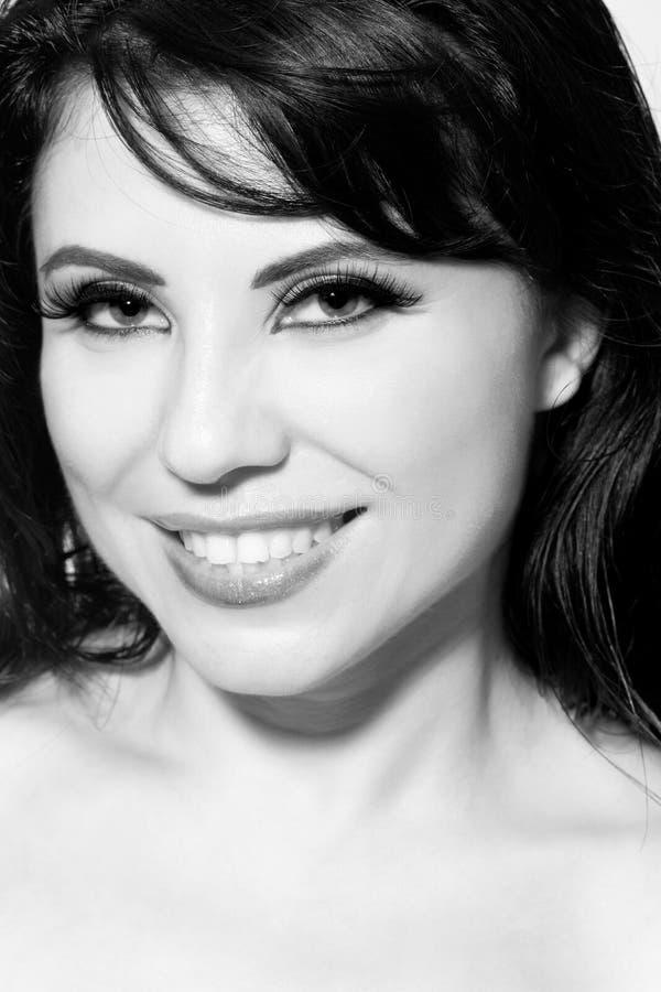 όμορφη χαμογελώντας γυν&alph στοκ φωτογραφίες με δικαίωμα ελεύθερης χρήσης
