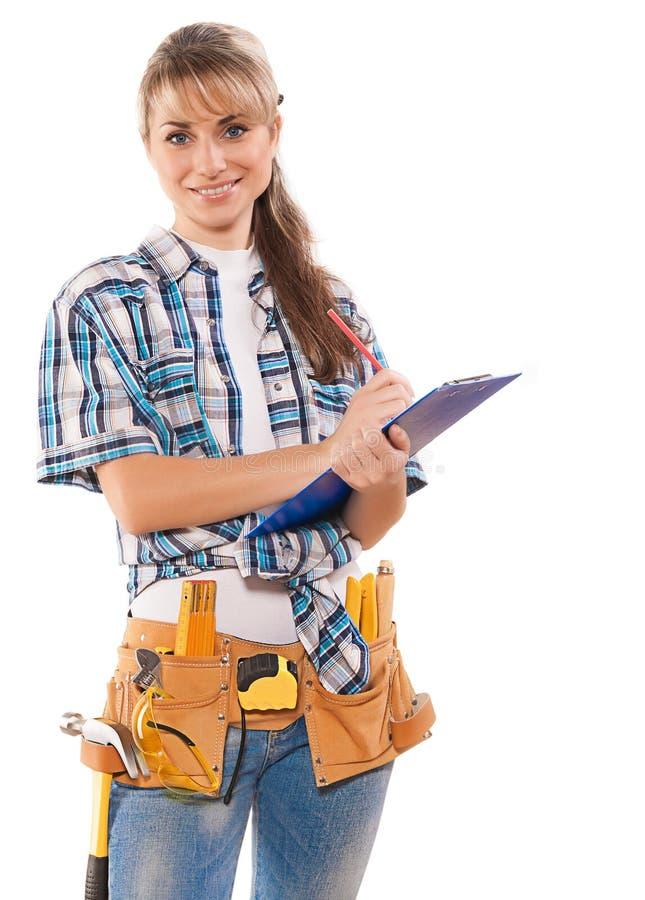 Όμορφη χαμογελώντας καυκάσια γυναίκα εργαζόμενος με το κράτημα εργαλείων και στοκ εικόνα με δικαίωμα ελεύθερης χρήσης