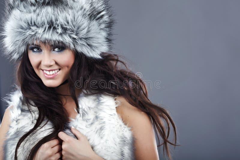 όμορφη χειμερινή γυναίκα στοκ εικόνα με δικαίωμα ελεύθερης χρήσης