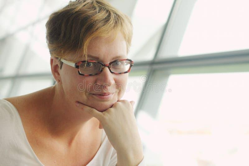 Όμορφη χρονών γυναίκα 35 στοκ φωτογραφία με δικαίωμα ελεύθερης χρήσης