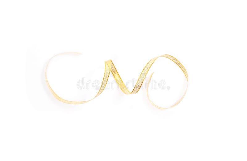 Όμορφη χρυσή σπείρα συστροφής κορδελλών που απομονώνεται στο άσπρο υπόβαθρο στοκ εικόνες