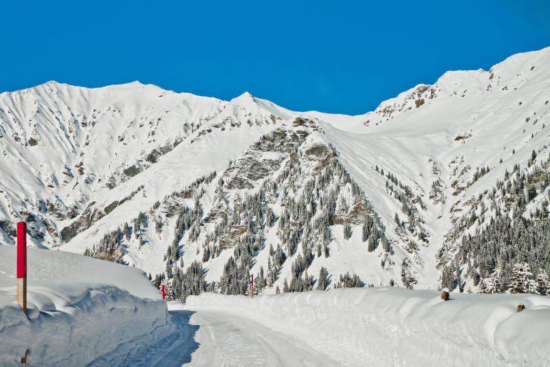 Όμορφη όψη στις χειμερινές ελβετικές Άλπεις, Adelboden στοκ εικόνες