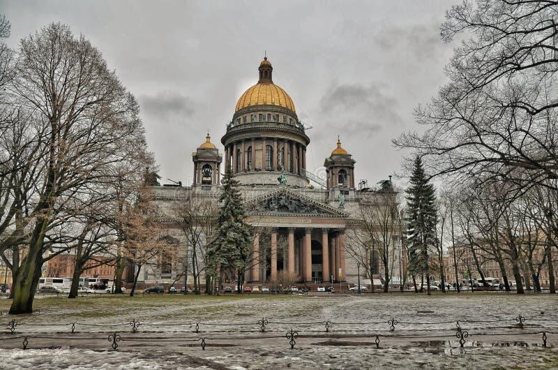 όμορφη όψη του Isaac Άγιος καθεδρικών ναών στοκ εικόνες