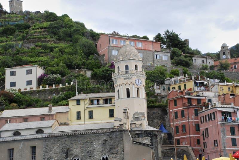 Όμορφη όψη Vernazza Είναι ένα από πέντε διάσημα ζωηρόχρωμα χωριά του εθνικού πάρκου Cinque Terre στην Ιταλία, που αναστέλλονται στοκ φωτογραφία με δικαίωμα ελεύθερης χρήσης