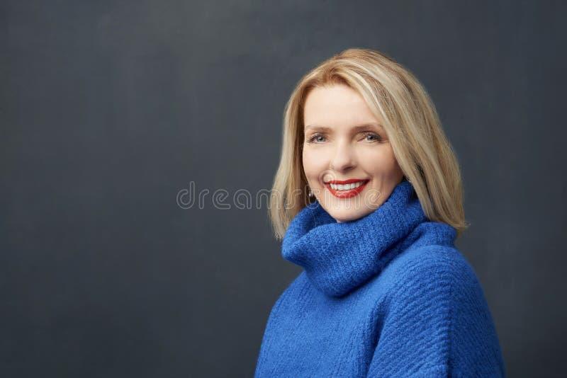 όμορφη ώριμη γυναίκα πορτρέτ& στοκ φωτογραφίες