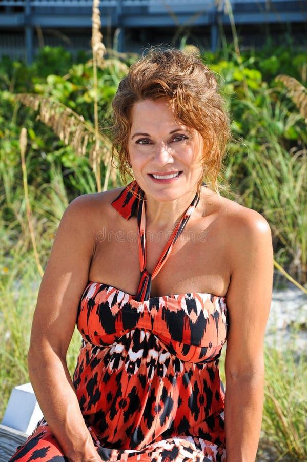 Όμορφη ώριμη γυναίκα στοκ φωτογραφία με δικαίωμα ελεύθερης χρήσης