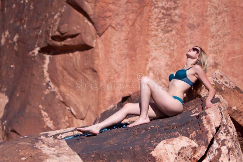 όμορφη bikini προκλητική γυναίκ στοκ φωτογραφίες