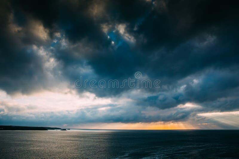 Όμορφη Cornish ακτή σε Newquay, Ηνωμένο Βασίλειο στοκ εικόνα με δικαίωμα ελεύθερης χρήσης
