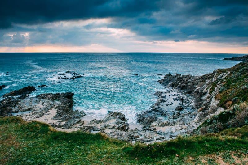 Όμορφη Cornish ακτή σε Newquay, Ηνωμένο Βασίλειο στοκ εικόνα