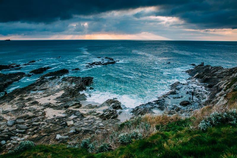 Όμορφη Cornish ακτή σε Newquay, Ηνωμένο Βασίλειο στοκ εικόνες