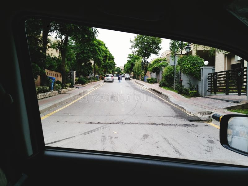 Όμορφοι δρόμος και δέντρα στοκ εικόνες