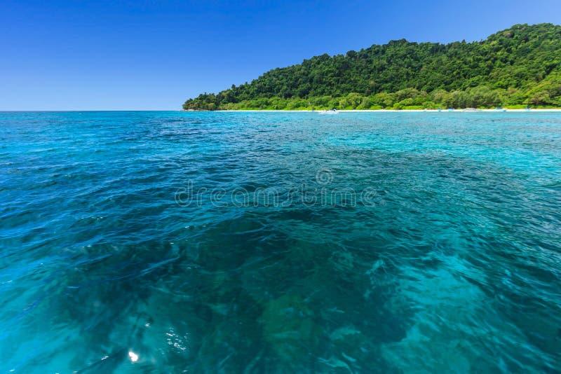 Όμορφοι τροπικοί θάλασσα και μπλε ουρανός Andaman στοκ εικόνα