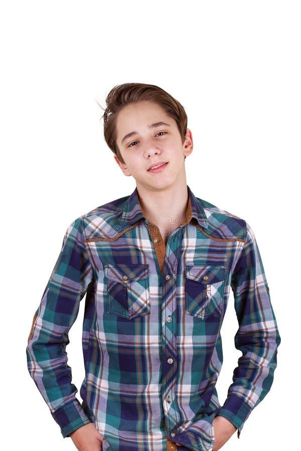 Όμορφος έφηβος που κοιτάζει μπροστά από τα μάτια του, που απομονώνονται στο λευκό στοκ εικόνα