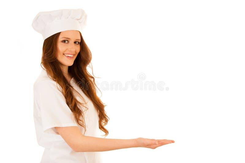 Όμορφος αρχιμάγειρας που παρουσιάζει τη νέα συνταγή που απομονώνεται πέρα από το λευκό στοκ εικόνα με δικαίωμα ελεύθερης χρήσης