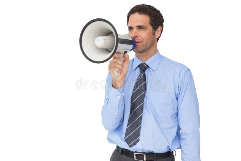Όμορφος επιχειρηματίας που μιλά μέσω megaphone στοκ φωτογραφία με δικαίωμα ελεύθερης χρήσης