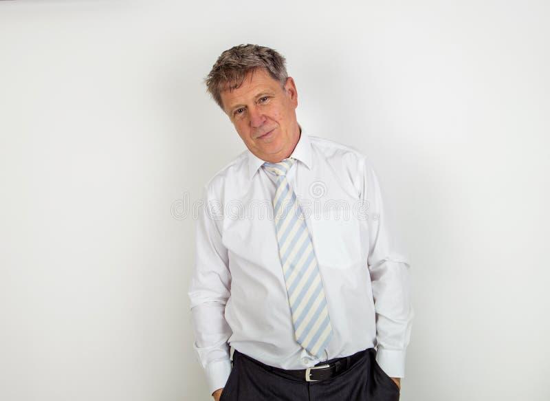 Download Όμορφος επιχειρηματίας στο άσπρο υπόβαθρο Στοκ Εικόνες - εικόνα από χειρονομία, έκφραση: 62711554