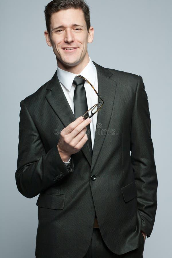 Όμορφος επιχειρηματίας στο μαύρο κοστούμι. στοκ εικόνες με δικαίωμα ελεύθερης χρήσης