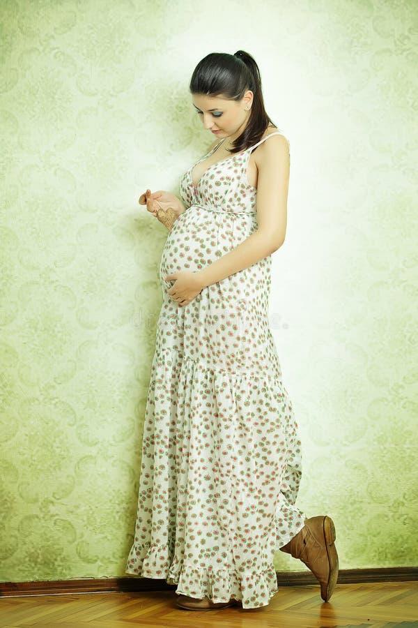 όμορφος θηλυκός έγκυος στοκ εικόνες