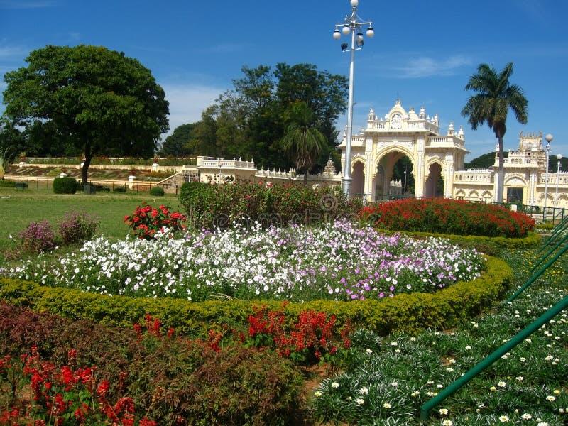 όμορφος κήπος ΙΙ παλάτι στοκ φωτογραφίες