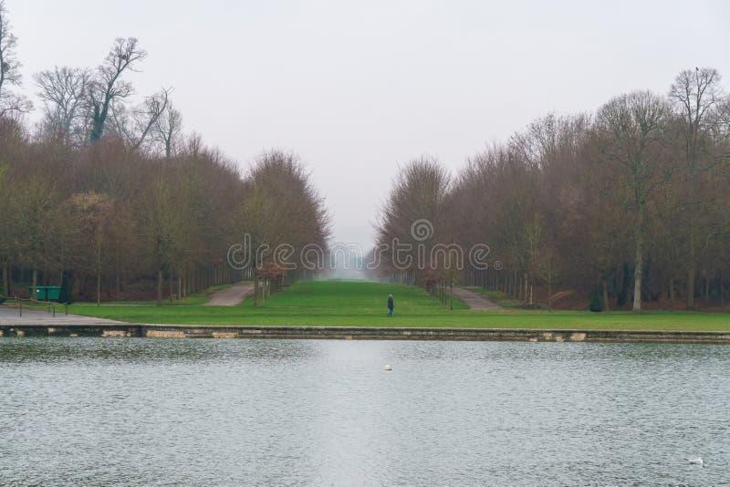 Όμορφος κήπος σε ένα διάσημο παλάτι του πύργου de Βερσαλλίες, Γαλλία των Βερσαλλιών στοκ φωτογραφία με δικαίωμα ελεύθερης χρήσης