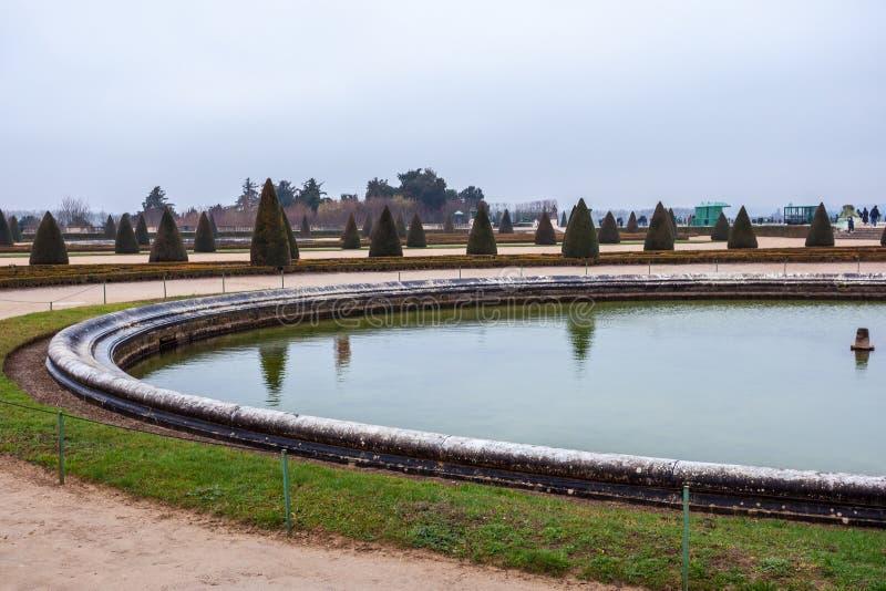 Όμορφος κήπος σε ένα διάσημο παλάτι του πύργου de Βερσαλλίες, Γαλλία των Βερσαλλιών στοκ εικόνες με δικαίωμα ελεύθερης χρήσης