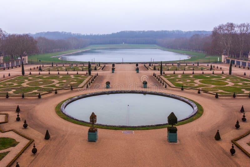 Όμορφος κήπος σε ένα διάσημο παλάτι του πύργου de Βερσαλλίες, Γαλλία των Βερσαλλιών στοκ φωτογραφίες