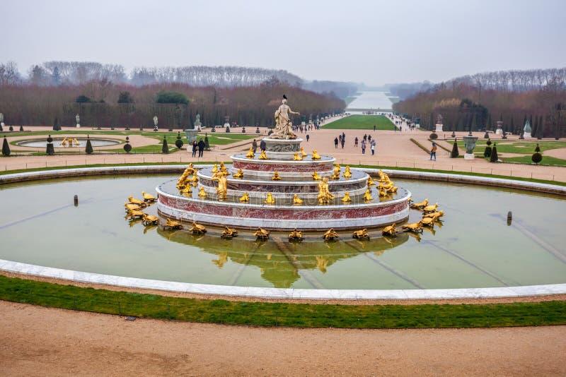 Όμορφος κήπος σε ένα διάσημο παλάτι του πύργου de Βερσαλλίες, Γαλλία των Βερσαλλιών στοκ φωτογραφίες με δικαίωμα ελεύθερης χρήσης