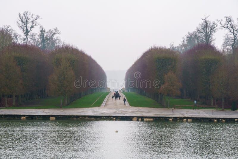 Όμορφος κήπος σε ένα διάσημο παλάτι του πύργου de Βερσαλλίες, Γαλλία των Βερσαλλιών στοκ εικόνες