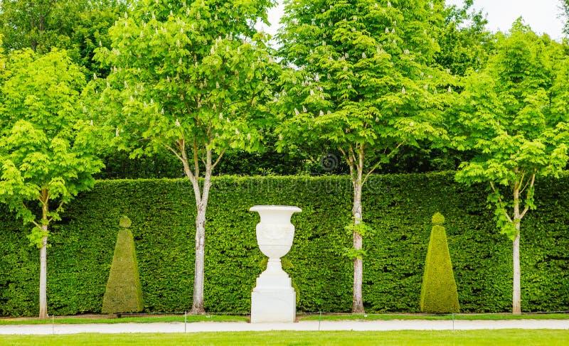 Όμορφος κήπος σε ένα διάσημο παλάτι των Βερσαλλιών στοκ φωτογραφία με δικαίωμα ελεύθερης χρήσης